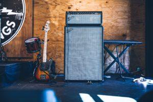 ギターとアンプ