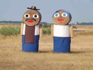 農場に作られた人形のオブジェ